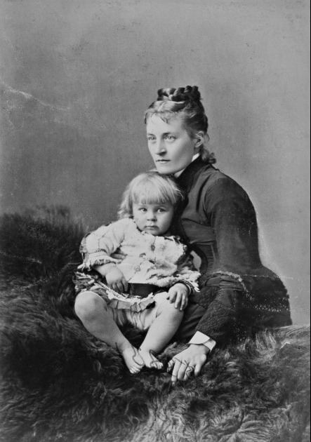 Notman & Sandham, Mrs. F.R. Redpath, née Caroline Elizabeth Plimsall and child, Montreal, 1880 © Musée McCord Museum