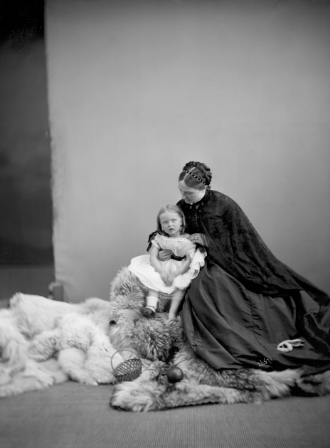 William Notman, Mrs. Colonel Graham and Child, Montreal, 1867 © Musée McCord Museum